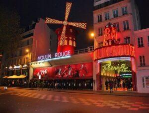 Moulin Rouge en un noche de París