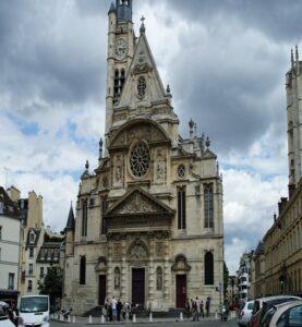 En las escaleras de Saint-Étienne-du-Mont se sentó el protagonista de Midnight in Paris